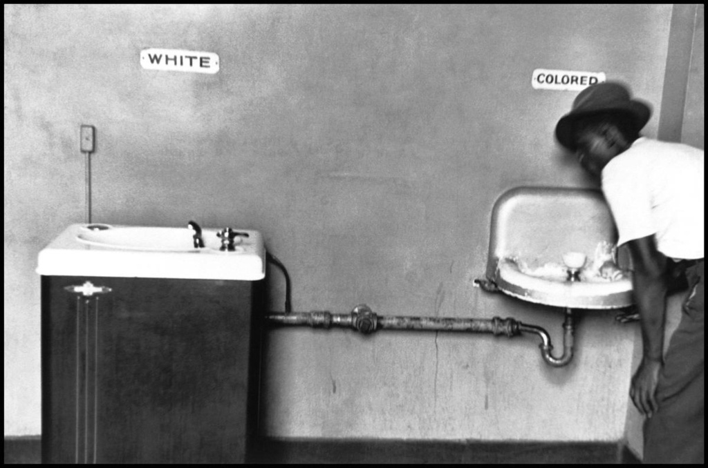 segregation in the 1970s Brown v board of education of topeka, the supreme court decision that declared laws dictating racial segregation of public schools unconstitutional, was handed down on may 17, 1954but the.